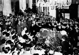 卡赞扎基斯的葬礼。