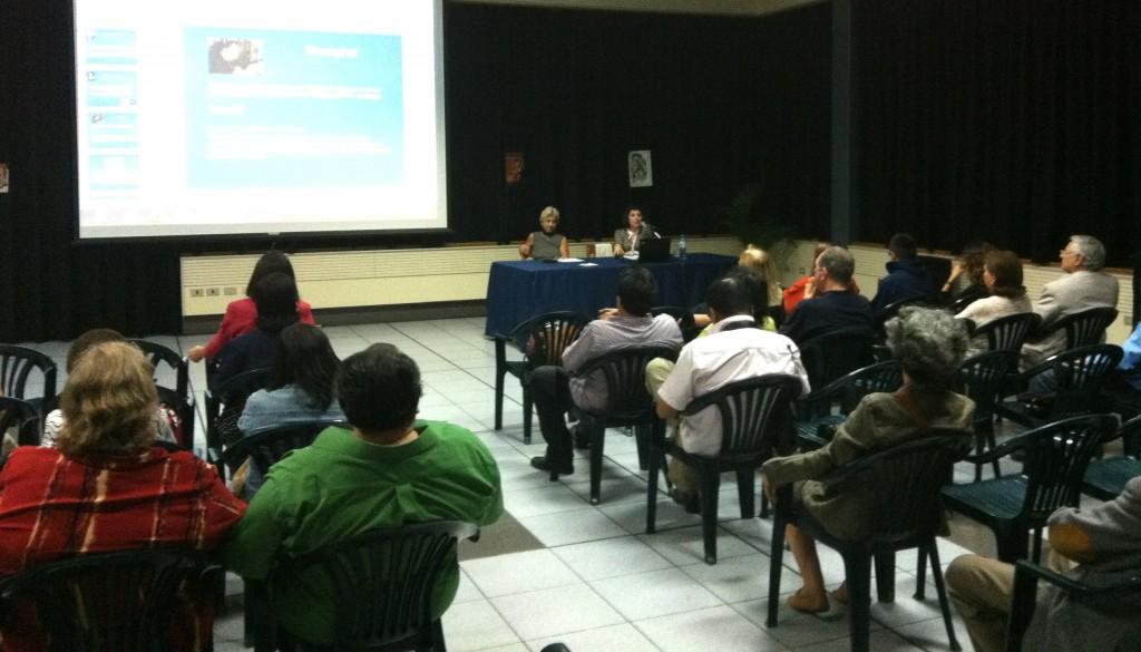 6月20日爱莲娜副教授在秘鲁希腊研究中心发表演讲。